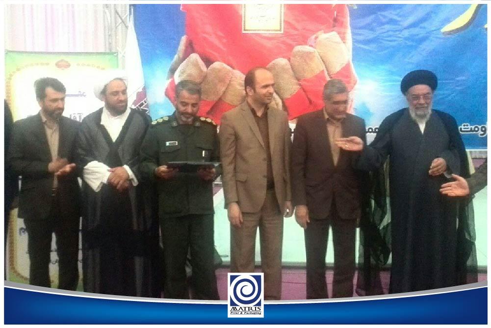 تجلیل از کارگران برتر مجتمع در استان